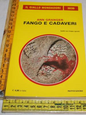 Granger Ann - Fango e cadaveri - 3039 Il Giallo Mondadori